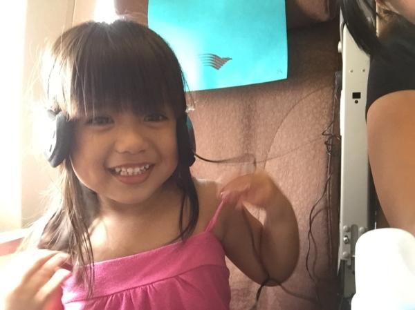 Avi dengar lagu di Pesawat Garuda