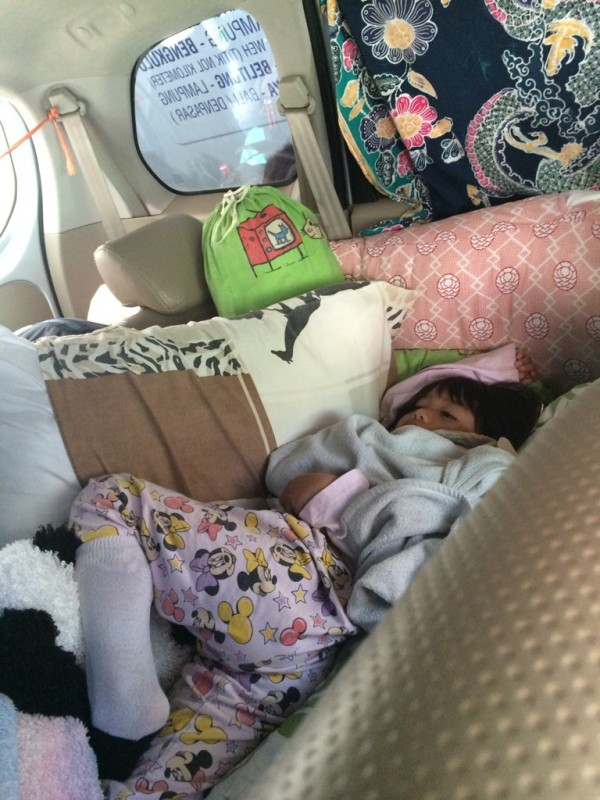 Avi Tidur di Bangku Tengah
