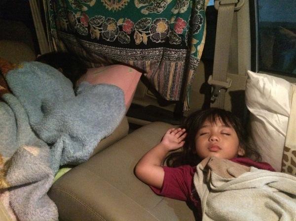 Disaat kami tidur di mobil Tidur di Mobil Avi Tidur dibangku tenggah