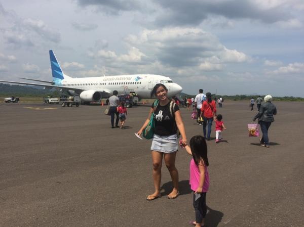 Garuda Indonesia di bandara Tanjung Pandan
