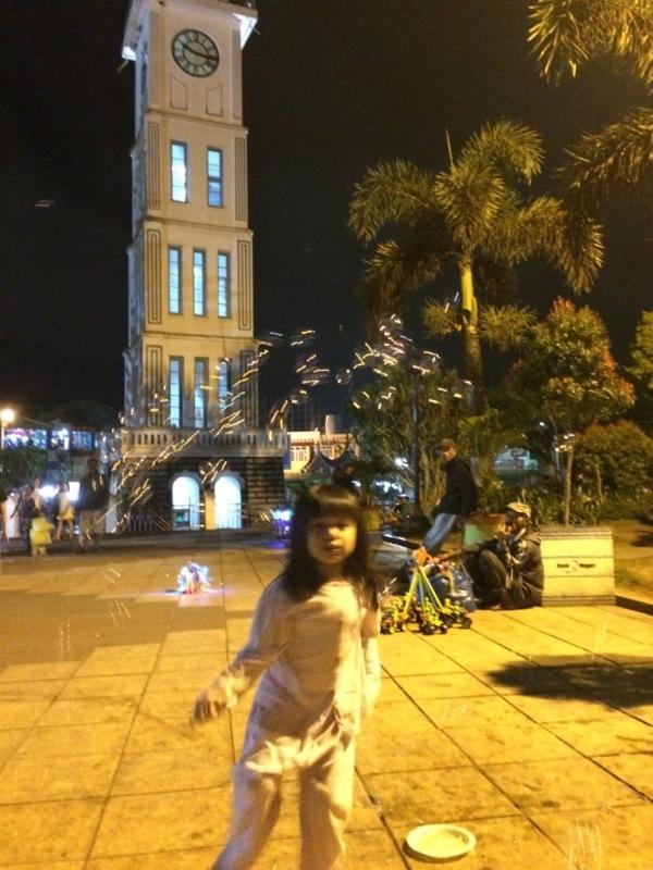 Avi di Jam Gadang Bukittinggi